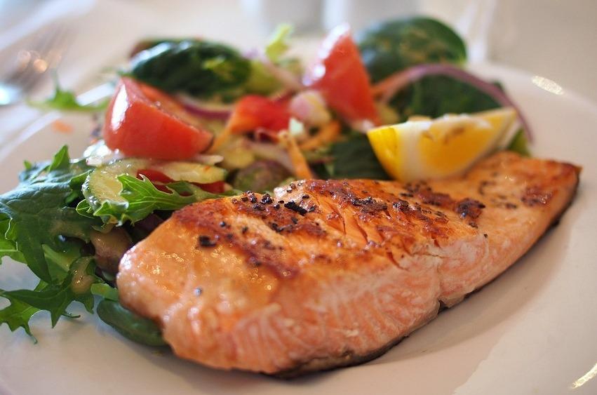 Fisch mit Salat