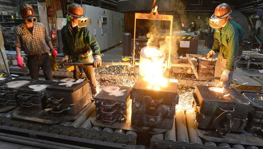 Arbeiter in einer Eisengiesserei