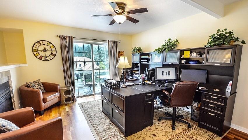 Arbeitszimmer gestaltungsmöglichkeiten  Häusliches Arbeitszimmer: Das sollten Sie wissen! | Moderner ...